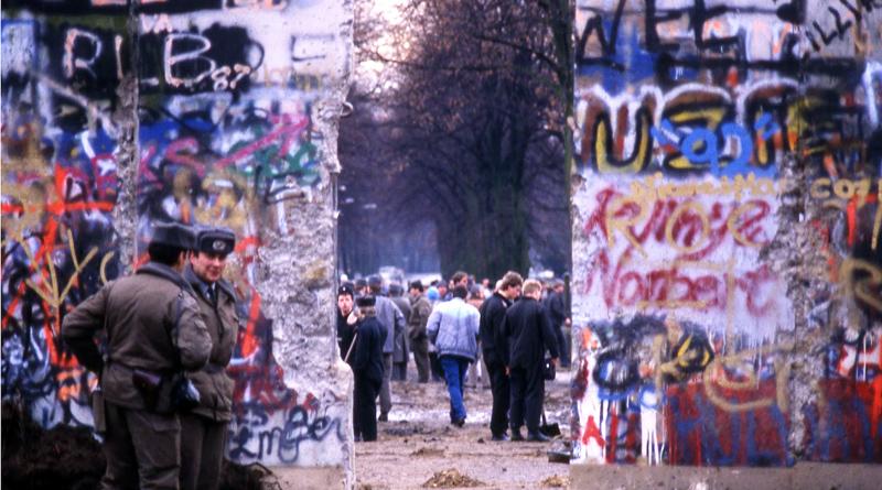"""Am heutigen Donnerstag um 19:00 Uhr wird im Kleinmachnower Rathaus die Foto-Ausstellung """"Grenze und Mauerfall in Kleinmachnow"""" mit einer Vernissage eröffnet."""