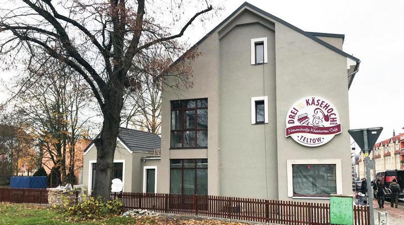 Käsekuchen-Meister Thomas Neuendorf eröffnet Café Dreikäsehoch am Ruhlsdorfer Platz in Teltow