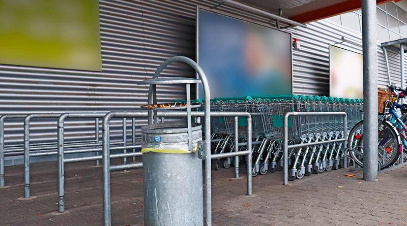 Vor dem Supermarkt, neben dem Mülleimer rechts vom Eingang, hatte Norbert seinen Stammplatz. Zwei Jahre lang durfte er dort seine Tasche mit den wenigen Habseligkeiten abstellen und Pause machen, einen Pappbecher auf den Boden stellen.