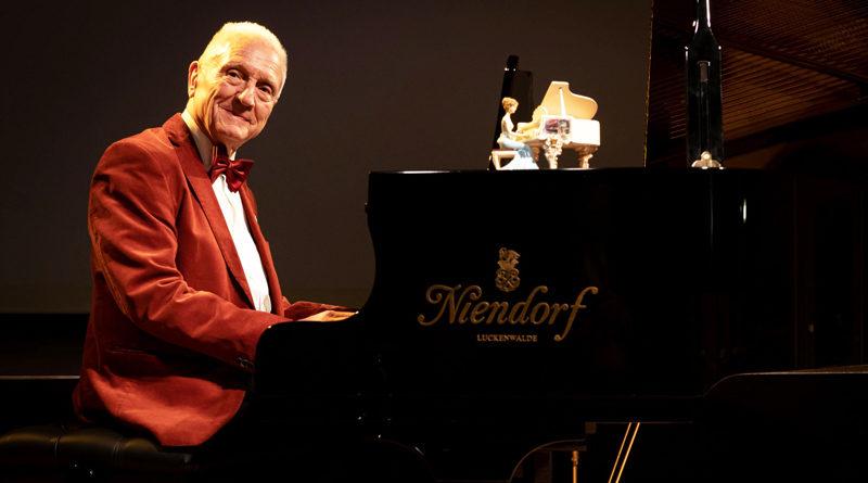 Dem Ausgleich der Kaufsumme für den Flügel im Stubenrauchsaal ist Hermann Lamprecht mit seinem Konzert am 24. Januar wieder ein Stück näher gekommen.