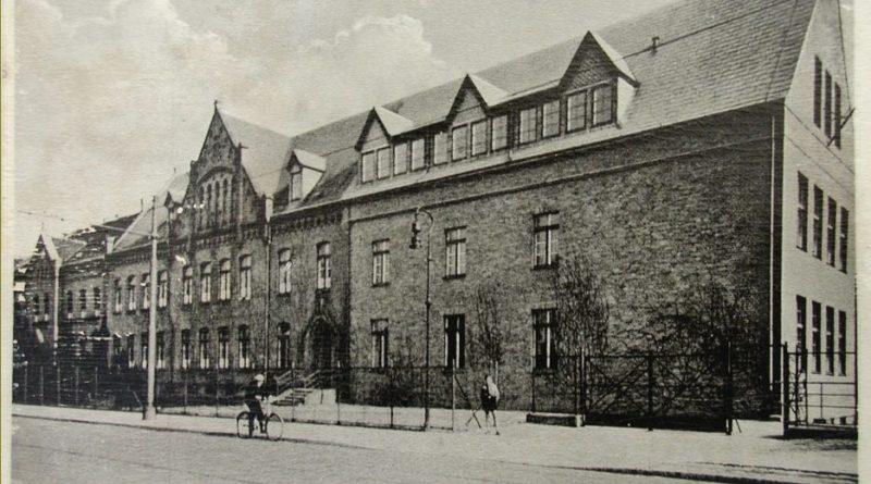 Am 5. August gibt es die alte Stadtschule in der Potsdamer Straße – ehemals Bruno-H.-Bürgel-Schule seit 150 Jahren. Für eine geplante Ausstellung sucht die Stadt Menschen, die noch Material über die Schule besitzen.