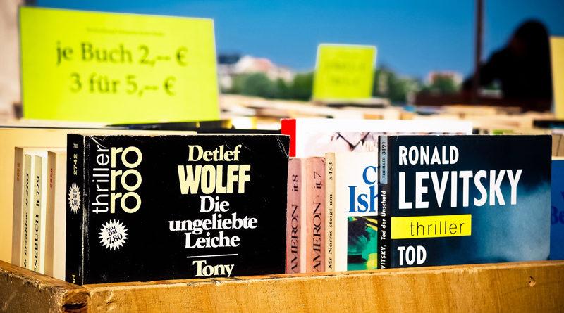 Am 18. April veranstaltet die Gemeindebibliothek ihren jährlichen Bücherbasar im Gemeindezentrum Stahnsdorf, wo Bücher und DVDs, aber auch Wolle und Stoffreste gekauft, verkauft und getauscht werden.
