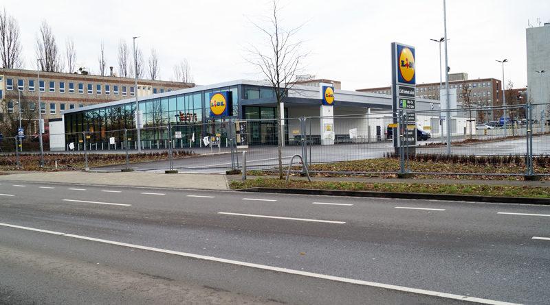 In Teltow, Kleinmachnow und Stahnsdorf buhlen zahlreiche Discounter und Supermärkte um die Gunst der Kundschaft. Darum wundern sich viele Menschen auch darüber, dass die neu erbaute Lidl-Filiale in der Oderstraße in Teltow noch immer nicht eröffnet ist. Und was passiert mit dem Real-Markt gegenüber?
