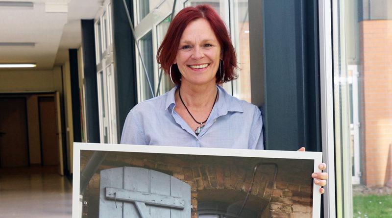 Seit 29 Jahren arbeitet Ulrike Luther im Helios Klinikum Emil von Behring. Als Geschenk erhielt die Hobbyfotografin die Möglichkeit, ihre eigenen Bilder in einer Ausstellung in der Klinikgalerie zu präsentieren. Wegen des Coronavirus muss die Vernissage ausfallen, doch Luthers Chef hat sich eine Überraschung ausgedacht.