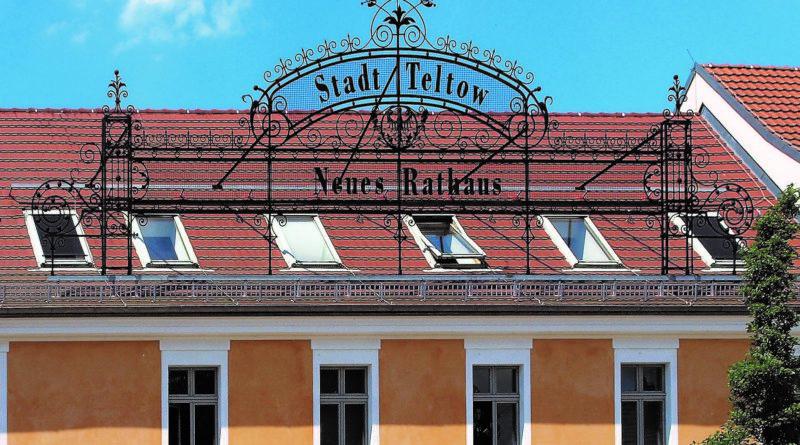 Teltower Rathaus bleibt mit Einschränkungen offen